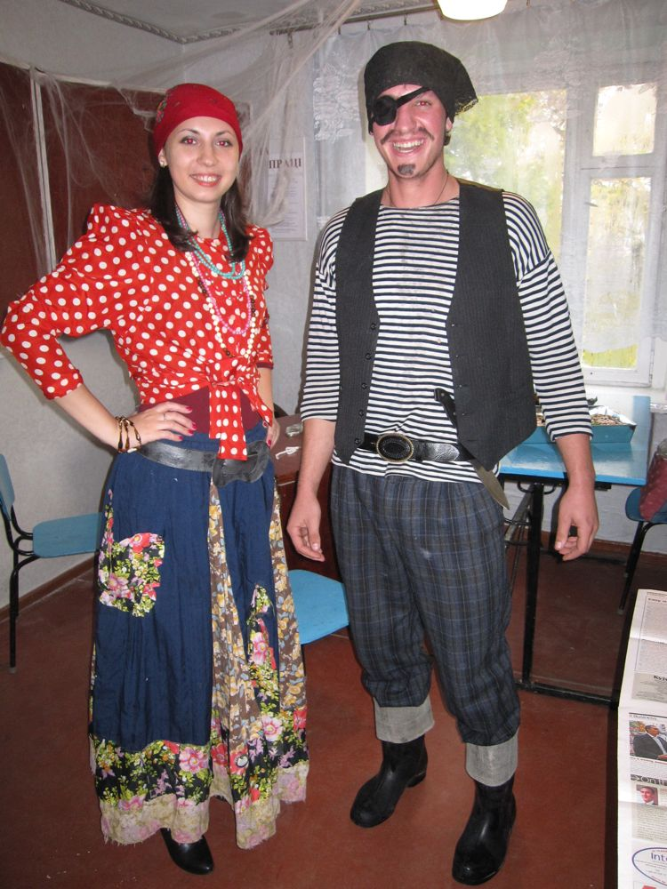 Luda poses as a gypsy and Victor, obviously, a pirate!
