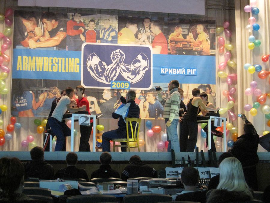 Two tables of fully officiated armfighting action!  The backdrop was so awesome it made you flex your biceps involuntarily.